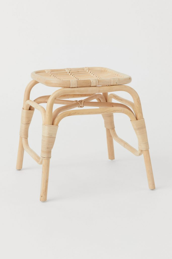 Mediterranean decor: Wooden stool with rattan, H&M Home.
