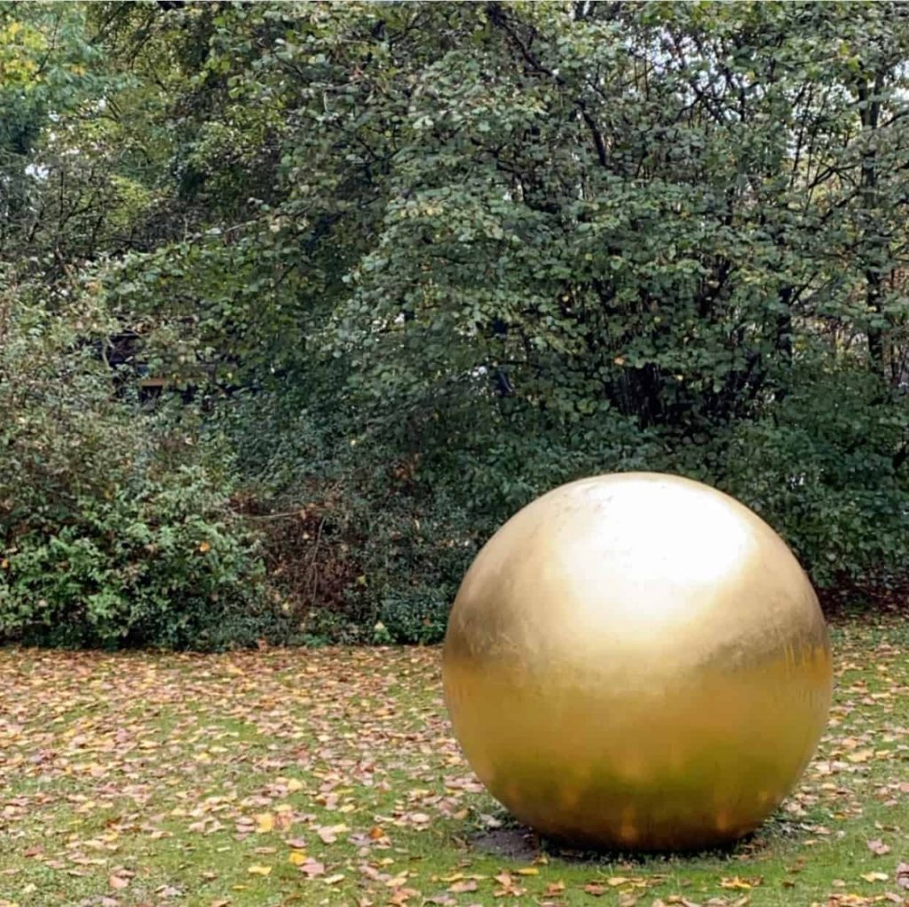Tips for young collectors sculpture by James Lee Byars