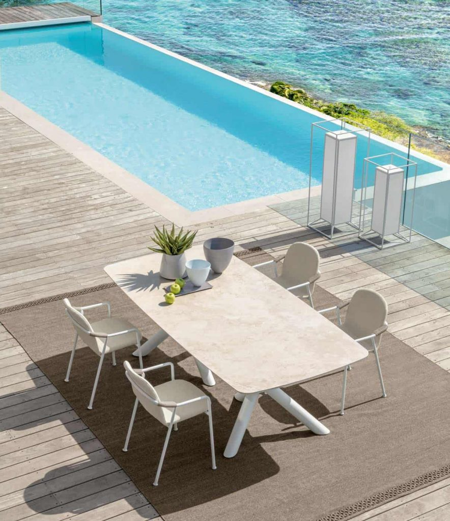Minimalist patio set by Talenti